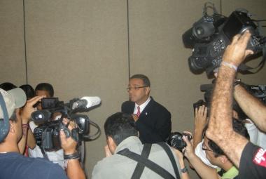 funes-media-crowd